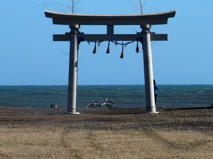 釣ヶ崎海岸の鳥居